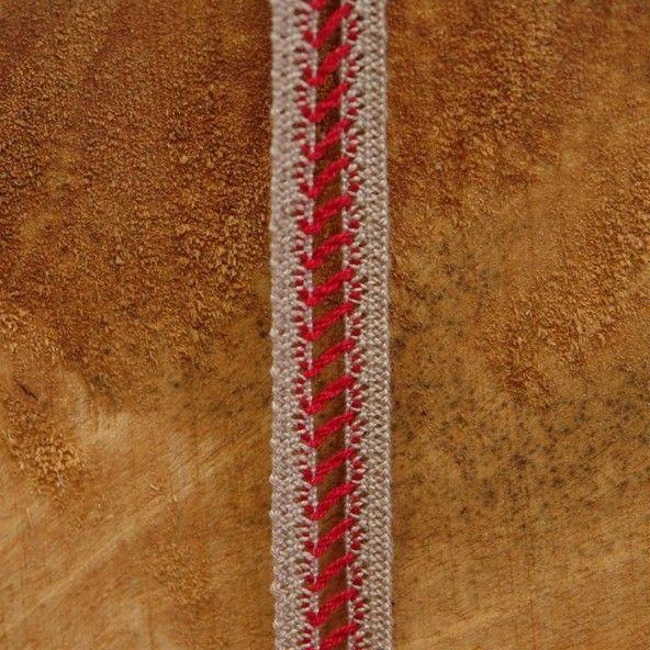 Entredós escalera roja fondo color topo 15 mm.