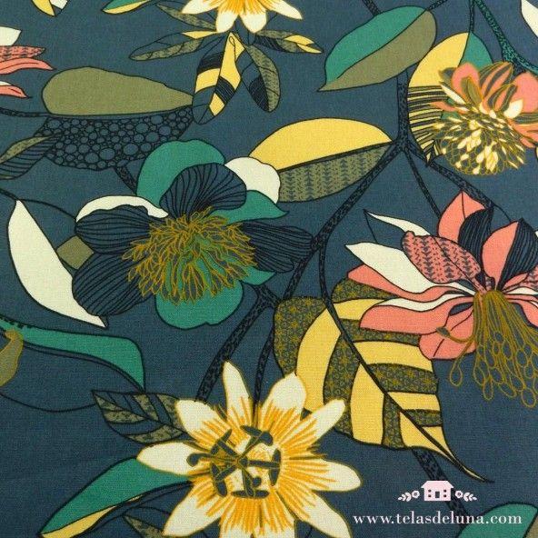 Tela de loneta azul azafata con flores