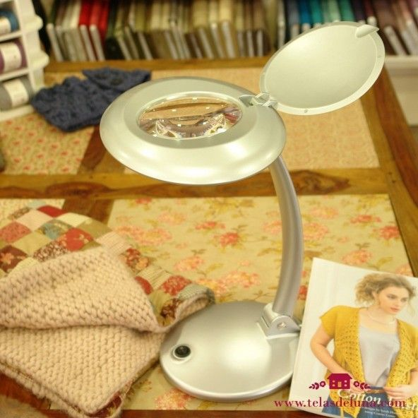 Lámpara plateada 10 leds con lupa