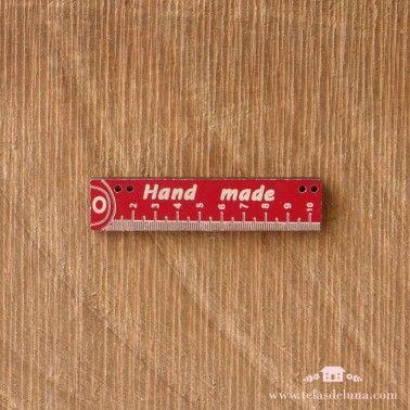 Botón rojo regla de coser