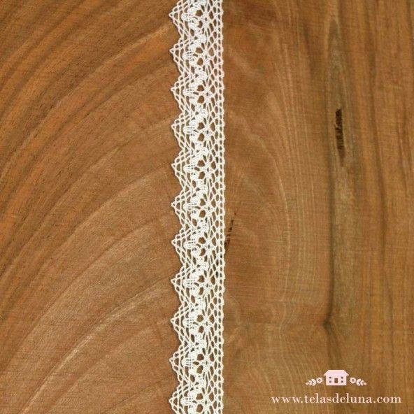 Puntilla algodón color blanco acabado en punta 20mm