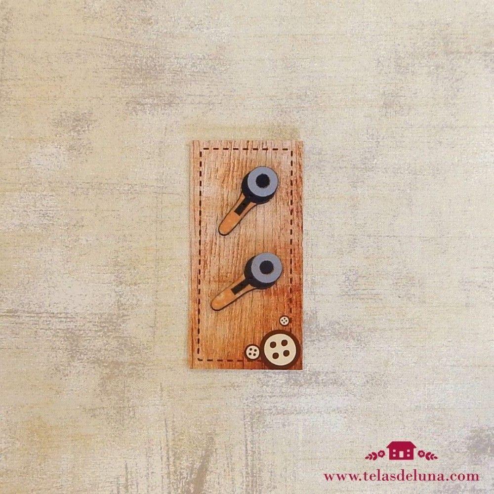 Botones de madera cúter amarillo