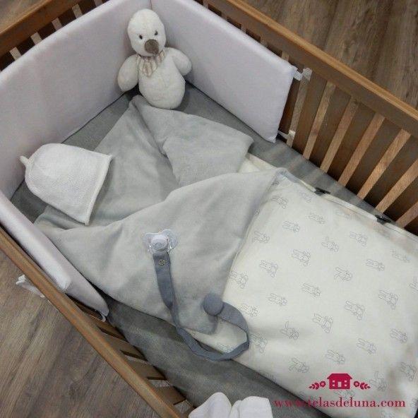Arrullo bebé gris