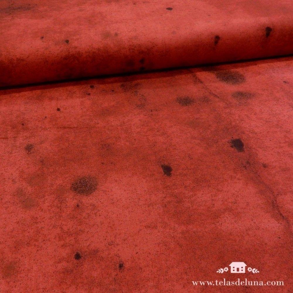 Tela roja con manchas