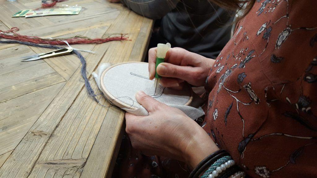 bordado con la aguja magica de punch needle