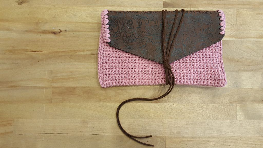 Bolso-rosa-ganchillo-piel-1024x576