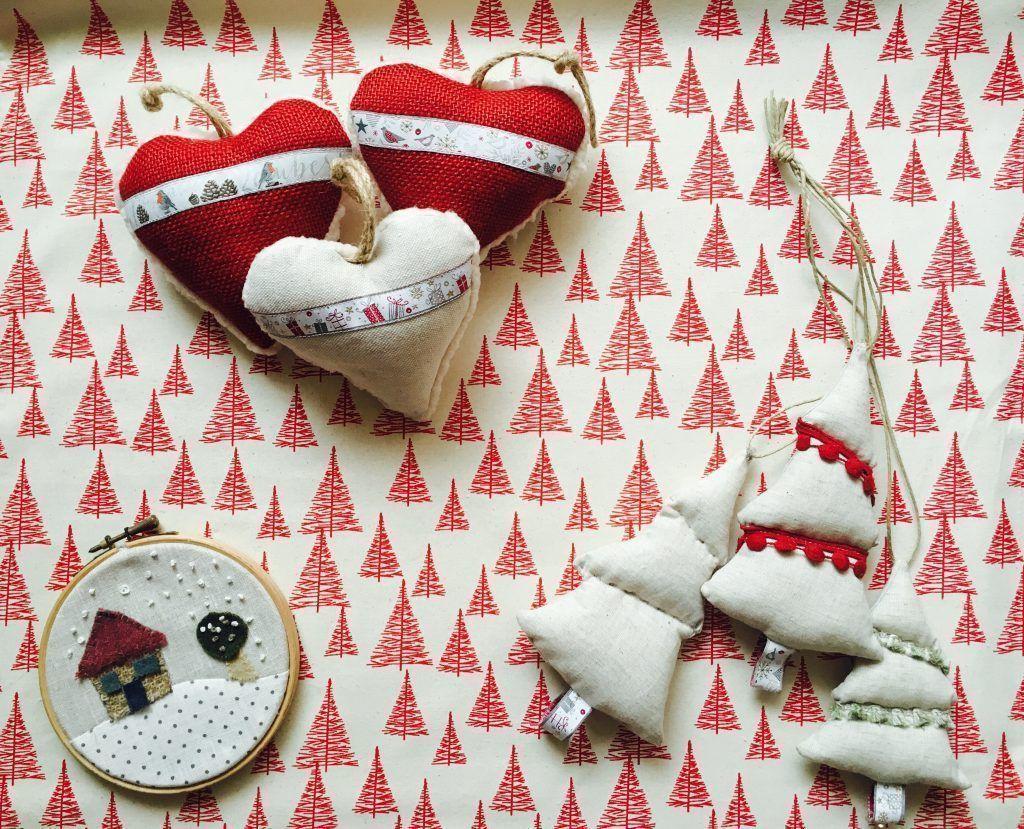 Siete manualidades con telas navide as telas de luna blog - Adornos navidenos artesanales ...