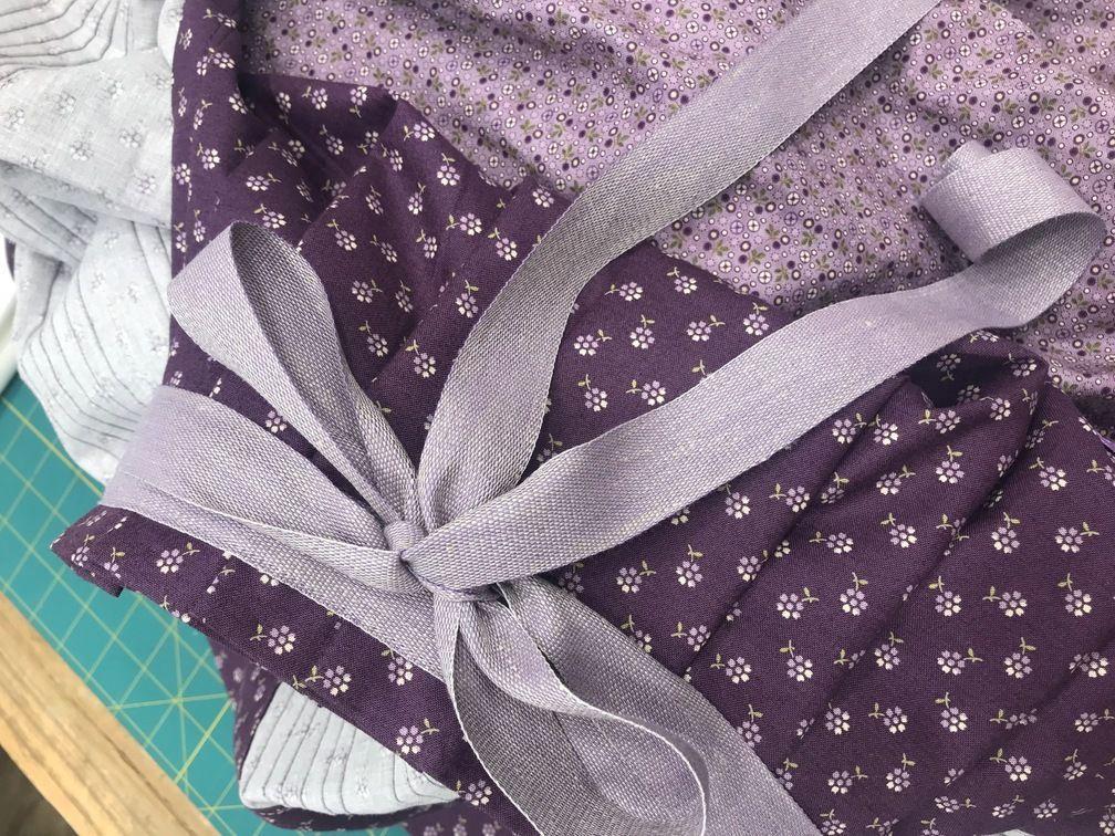 falda lila detalle lazo indumentaria aragonesa zaragoza
