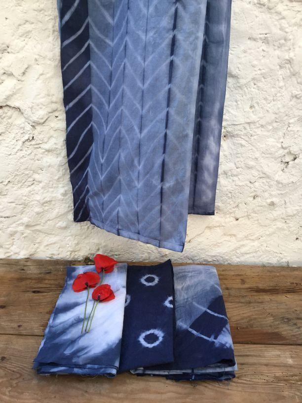 telas de seda en color indigo tecnica shibori