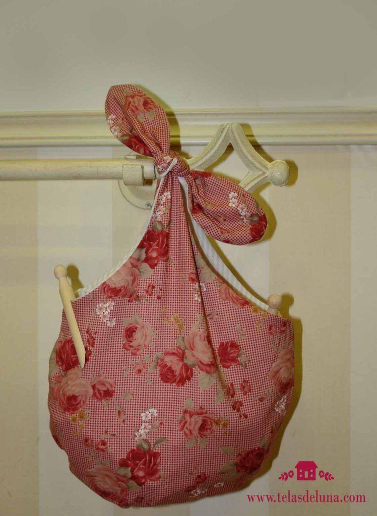 bolsa de tela con flores para guardar las pinzas